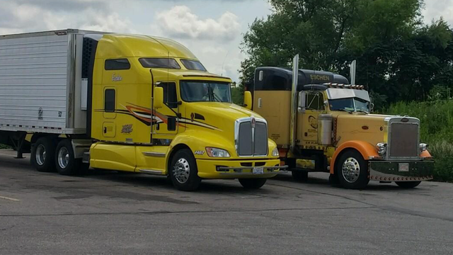 Jeff's big rig, third picture.